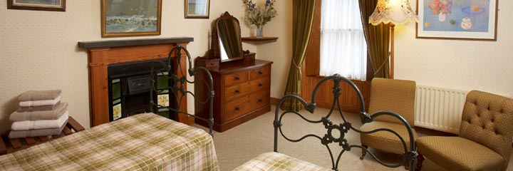 The twin room at 2 Quail bed and breakfast in Dornoch