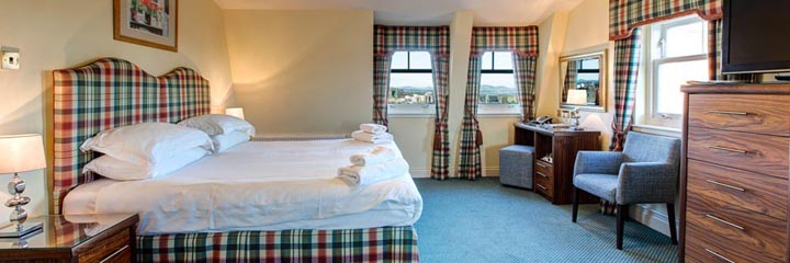 A kingsize bedroom at the Ardgowan Hotel