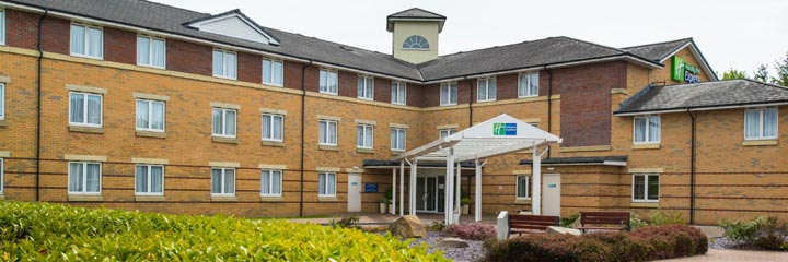 An exterior view of the Holiday Inn Express Stirling